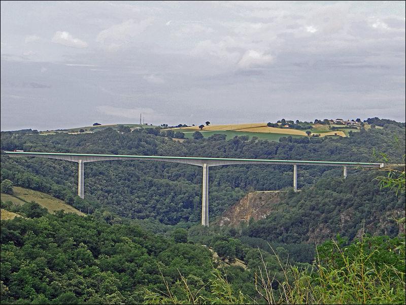 Quel est ce viaduc en''poutre-caisson'' sur le Viaur, d'une longueur de 572 m, construit en 1998 ?