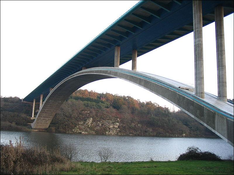 Comment s'appelle ce pont en ''arc béton '' sur la Vilaine de 376 m de longueur à La-Roche-Bernard, construit en 1995 ?