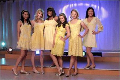 Qui sont les 3 premières cheerleaders à intégrer le Glee Club ?