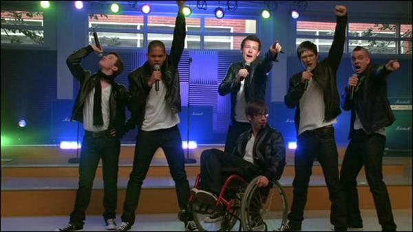 Qui sont les 4 premiers joueurs de football à intégrer le Glee Club ?