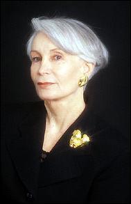 """Madame Claude était à la tête d'un réseau de call-girls dans les années 70 ; pour les politiques, chefs d'État, hommes d'affaires, Français et étrangers, ses confidences recueillies sur l'oreiller par ses """"filles"""" l'ont longtemps protégée. Quel était son vrai nom ?"""