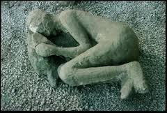 Pline le Jeune est mort dans l'éruption volcanique du Vésuve.