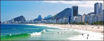 Dans quel quartier et dans quelle ville se trouve cette magnifique plage de 4, 5 kilomètres ?