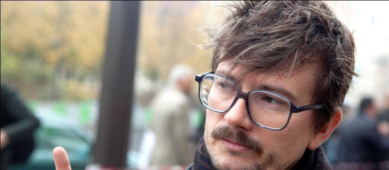 """Il est un rescapé de l'attentat de """"Charlie Hebdo"""" et a fait la Une du numéro 1178 du journal. Qui est-il ?"""