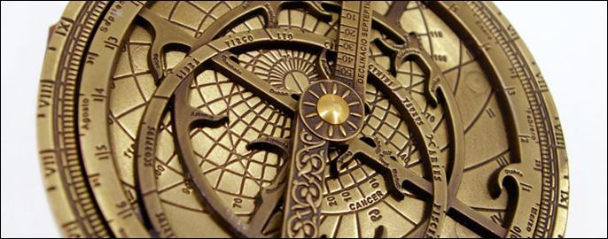 Un autre outil qu'utilisaient les premiers navigateurs, faute d'avoir d'autres moyens, fut le compas. Ils pointaient le compas sur le même point de ce dernier pour atteindre leur destination. Leur route était alors une route :