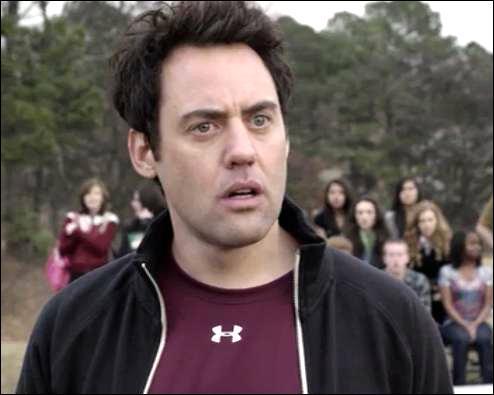 Quel est l'acteur qui joue le rôle du coach Bobby Finstock ?