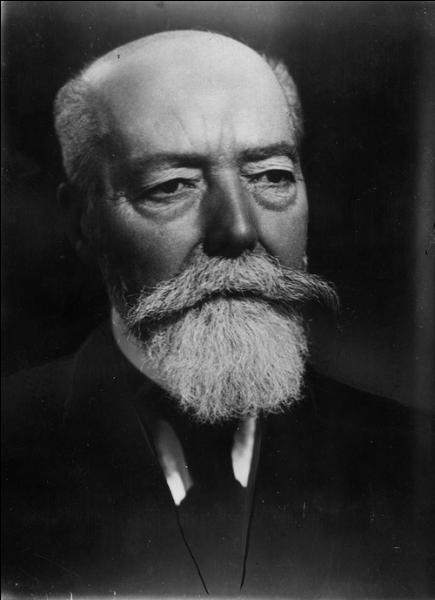 Lequel de ces hommes d'Etat, Président de la République française, sous la IIIe République fut assassiné en 1932 ?