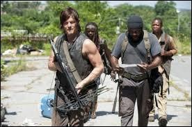 Daryl et son groupe finissent par rentrer avec les médicaments. Mais de quoi ne se doutent-ils pas ?