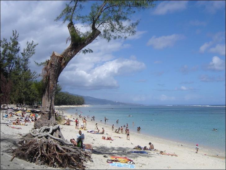 Quelle plage est protégée d'une barrière de corail pour que nous puissions nous baigner sans requin ?