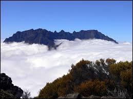 Quel est le nom du plus haut sommet de l'île ?