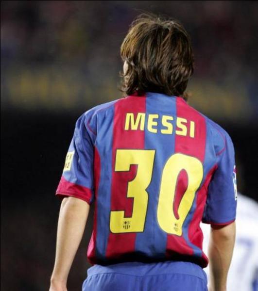 Quel a été son premier numéro de maillot à Barcelone ?