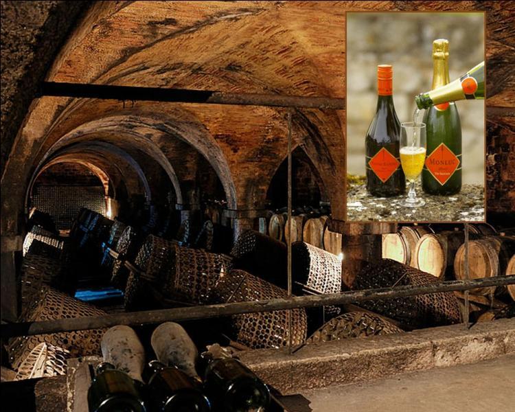 """Apéritif gascon, """"Le Pousse-rapière"""" est composé d'un vin mousseux de méthode traditionnelle, blanc de blanc et..."""