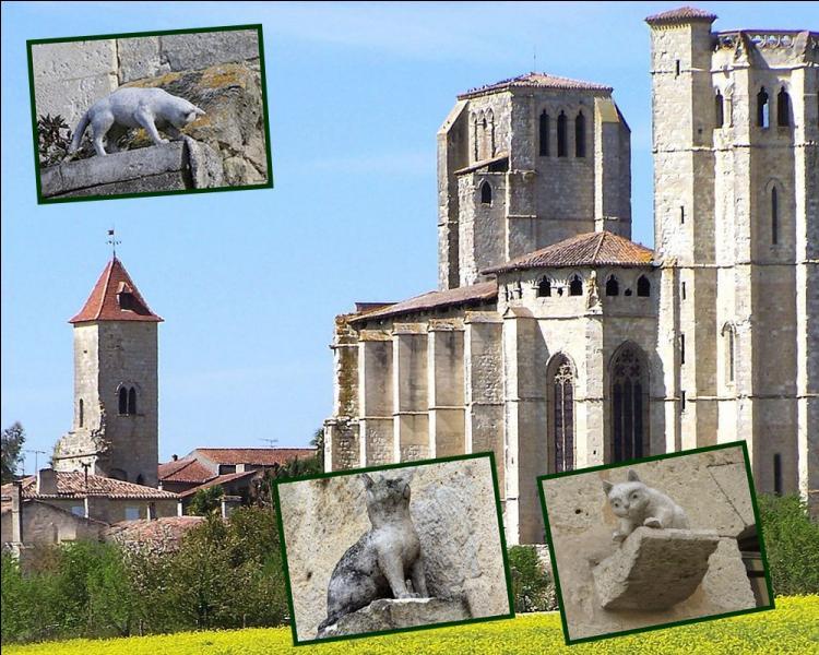 """Le petit village de la Romieu dans le Gers, est à la suite d'une légende du XIVe siècle, appelé le """"Village des chats"""". Pour quelle raison ?"""