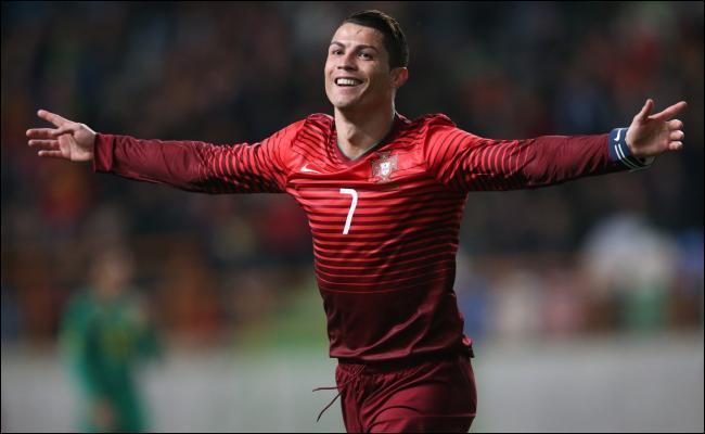 Contre quelle équipe a-t-il inscrit son premier but avec le Portugal ?