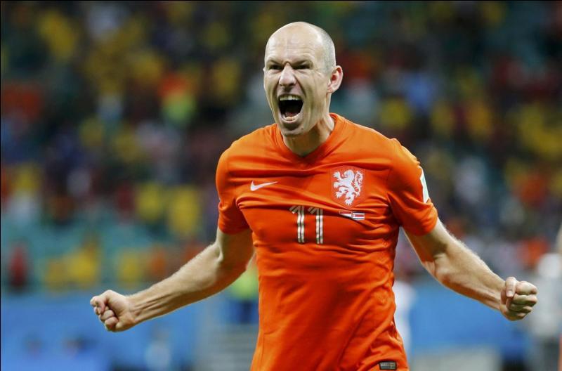 Contre quelle équipe a-t-il inscrit son premier but avec les Pays-Bas ?