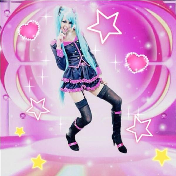 Et un peu de rose. De quelle chanson s'inspire ce cosplay ?