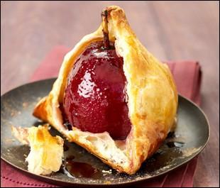 Fait aux pommes ou poires enfermées dans une pâte, avec de la gelée de groseille au centre du fruit, c'est ....