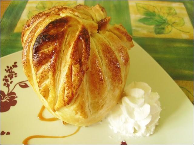Quel nom porte ce dessert constitué d'une pomme dont le centre est garni de calvados, enfermée dans cette pâte brisée ?
