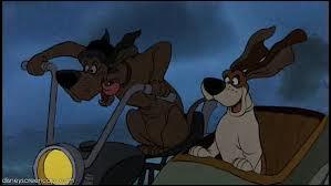 """Ces deux chiens que l'on voit dans """"Les Aristochats"""" se nomment ..."""