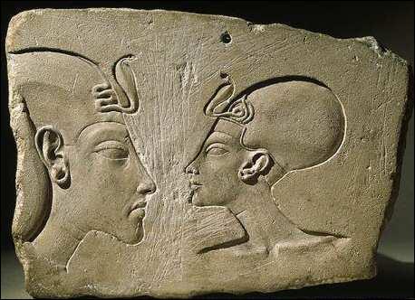 Qu'ont fait, entre autres, Néfertiti et Akhenaton ? Ils ont :