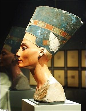 Toutankhamon ne régnera que jusqu'à ses 18 ou 19 ans, laissant le trône au pharaon Aÿ et puis à Horemheb. Qu'aurait fait Toutankhamon d'après les dernières recherches archéologiques dans la vallée des rois ?