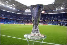 Lors de l'édition 2014-2015 de la compétition, combien d'équipes participaient à la phase de groupes de la Ligue Europa ?