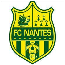 Comment sont surnommés les footballeurs de Nantes ?