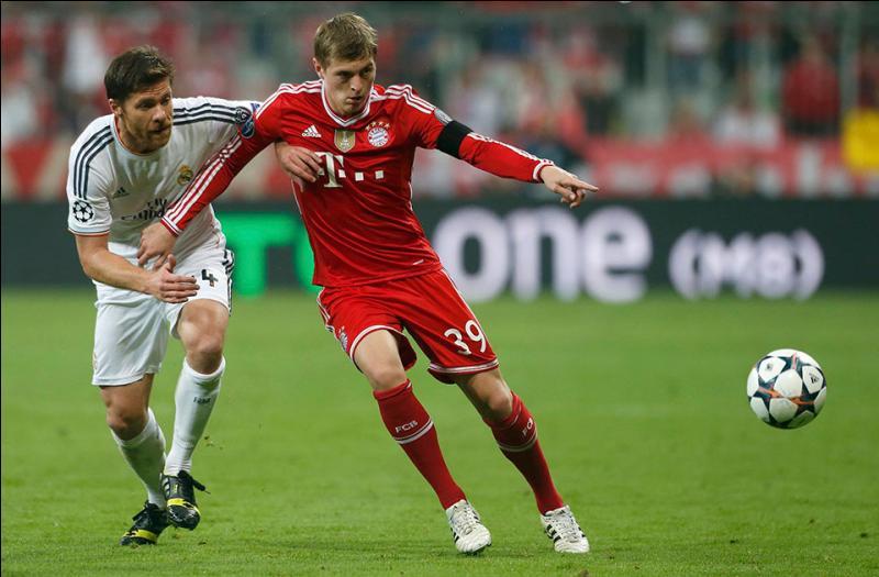 Contre quelle équipe a-t-il joué son premier match avec le Bayern Munich ?