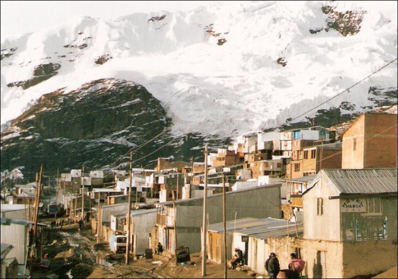 """La ville la plus haute du monde est """"La Rinconada"""" et se situe au Pérou. À quelle altitude se trouve-t-elle exactement ?"""