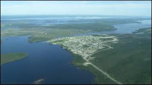 """La ville la plus étendue du monde en superficie s'appelle """"Eeyou Istchee Baie-James"""". Dans quel pays se trouve-t-elle ?"""