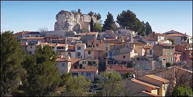 Quelle est cette petite ville des Bouches-du-Rhône chantée par Louis Chedid ?