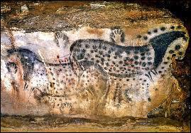Comment se nomment ces grottes préhistoriques du Quercy ?