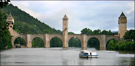 Question de bienvenue : dans quelle ville du Quercy se situe le Pont Valentré ?