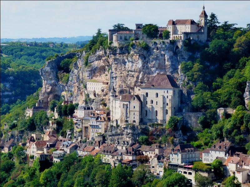 On ne le présente plus, c'est avec le Mont-St-Michel, le plus célèbre des villages de France, c'est ... ?