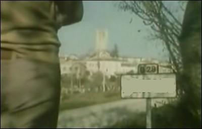 Comment s'épèle le nom de ce village du Quercy rendu célèbre par un sketch-reportage de Daniel Prévost tourné en 1975 ?