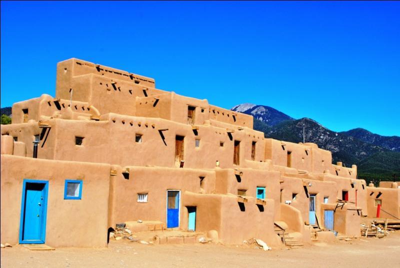 Le village historique de Taos Pueblo (150 habitants) est localisé aux Etats-Unis, dans l'état du Nouveau-Mexique. De quand datent ses habitations, localisées dans la vallée d'un affluent du Rio Grande ?