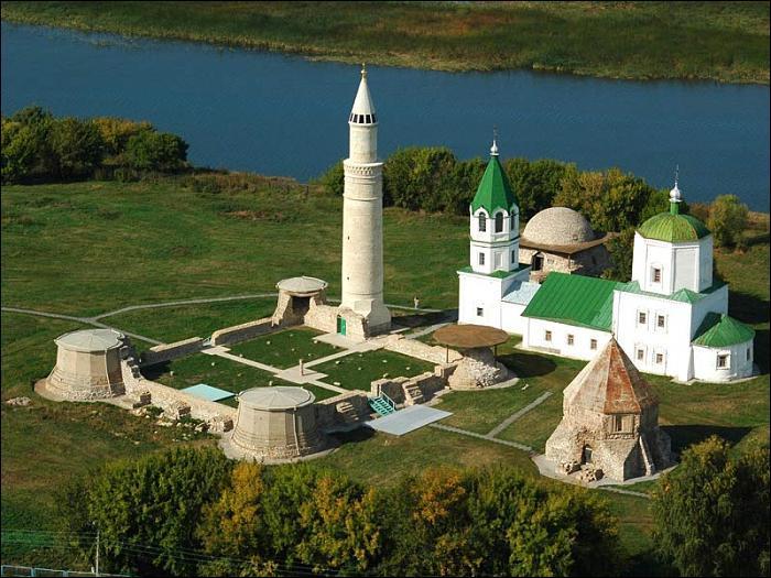 Bolgar (8 000 habitants) est une importante ville de pèlerinage pour les turcs de Russie. Quel est le nom de ce peuple ?