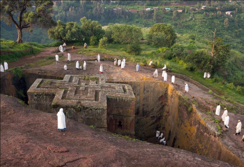 Les églises rupestres de Lalibela (14 000 habitants) datent de huit siècles. Pour quelle religion cette ville d'Ethiopie est-elle sainte ?