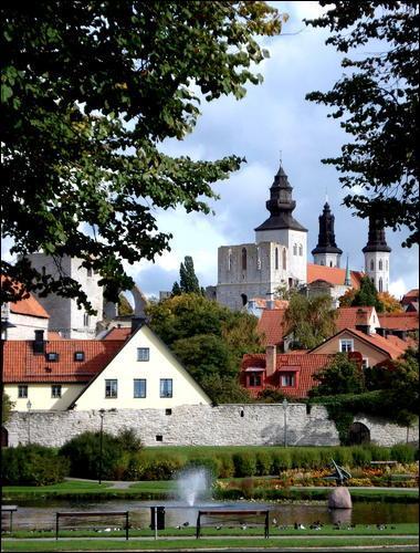 Visby (24 000 habitants) est l'unique commune de l'île de Gotland, en Suède. C'est une ville hanséatique. Que cela signifie t-il ?