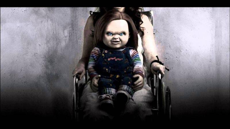 Chucky commet en général ses meurtres avec un(e) ......