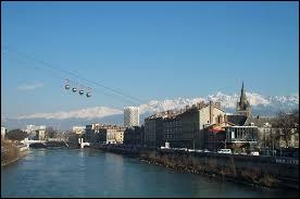 """Si je vous emmène dans la """"capitale des Alpes"""", nous nous rendons dans la ville de ..."""