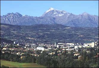 Située sur la route Napoléon, cette ville d'un peu plus de 40 000 habitants est la préfecture du département des Hautes-Alpes. Quel est son nom ?