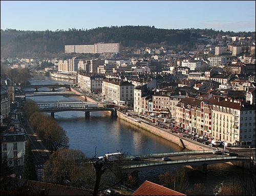 """Avec ses 33 000 habitants environ, Epinal est la préfecture du département des Vosges. Quelle rivière arrose cette ville surnommée """"La cité des images"""" ?"""