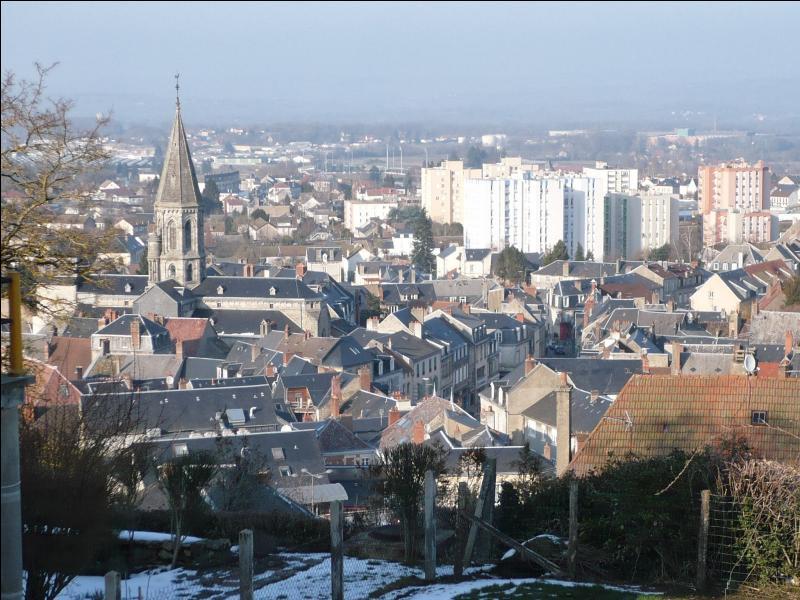 Au recensement de 2012 Guéret comptait un peu plus de 13 000 habitants. Cette petite ville est la préfecture du département de la Creuse situé en région :