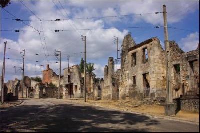 Ville fantôme située en Haute-Vienne, je suis célèbre par le biais d'un événement datant de la seconde guerre mondiale.Mes habitants sont les Radounaux.Je suis une ville très connue, je suis :