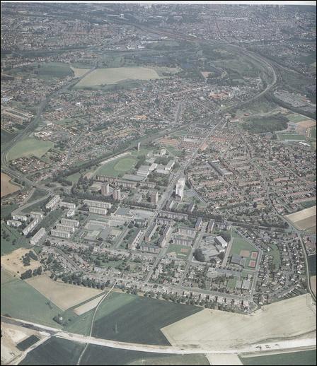 Chef-lieu de canton du département du Pas-de-Calais, cette ville nous incite à planer.