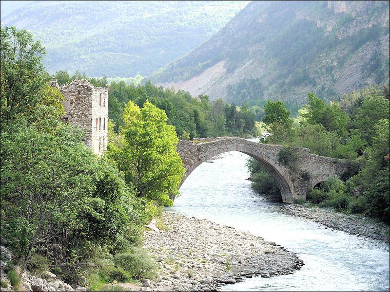 Ce pont d'une arche construit sur le Verdon à Thorame-Haute dans les Alpes-de-Haute-Provence en 1688, se nomme :