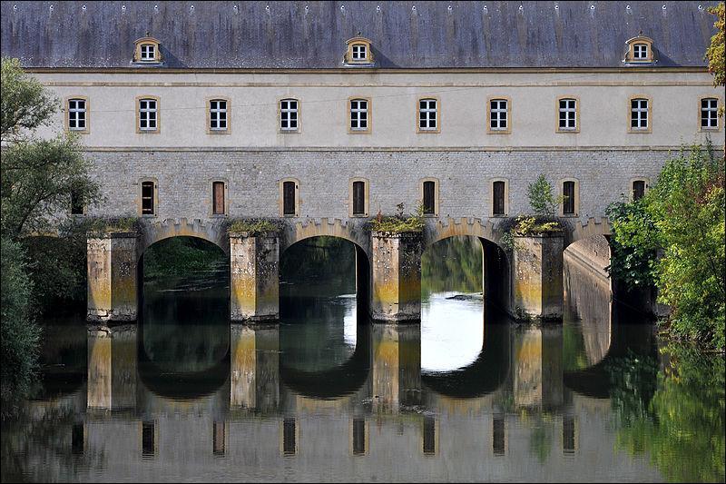 Le Pont de Cormontaigne a été construit en 1746 sur le canal des écluses en Moselle à :