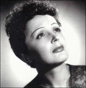 """Le 19 décembre 1915, naissance à Paris de """"La Môme"""", chanteuse et auteur de """"La vie en rose""""."""