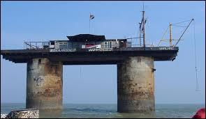 Complétez : Sealand est une principauté située au Royaume-Uni. Sa capitale, Fort Roughs ne comporte environ que... habitants.